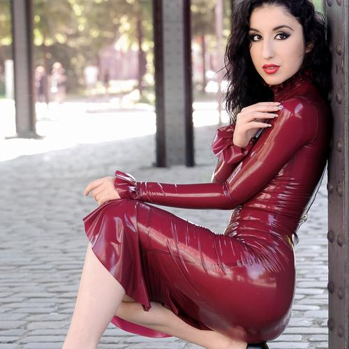 Isabella Fierra Looks Stunning In Latex Dress Booloo 1